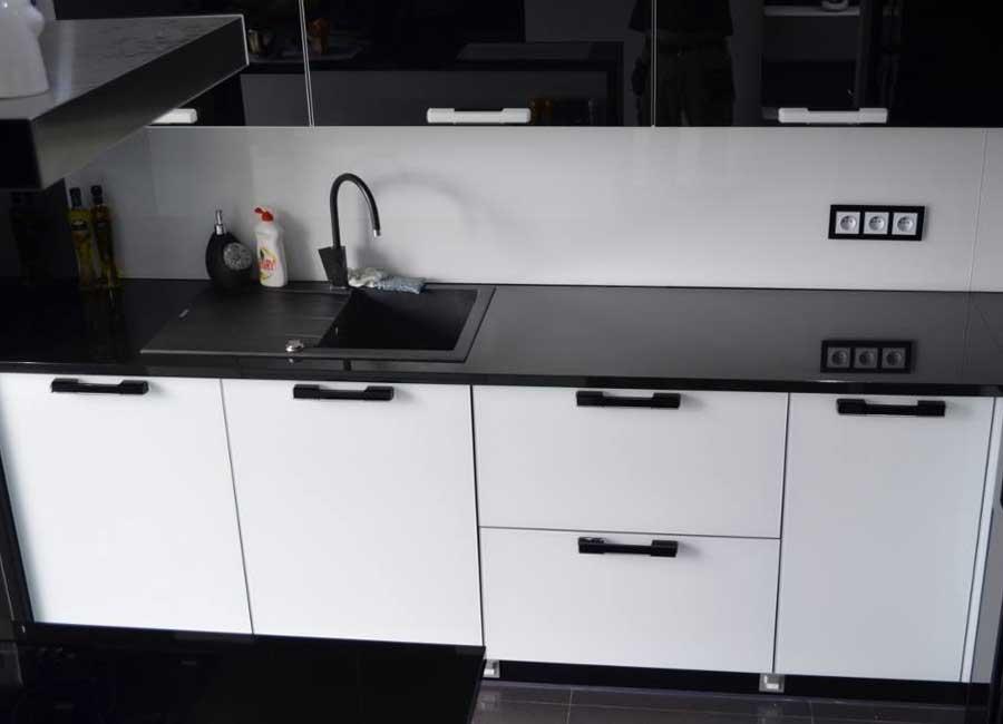 Biało - czarna kuchnia